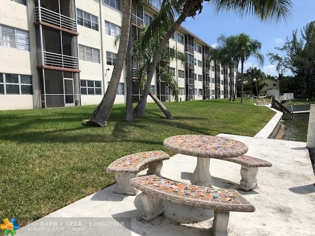 4311 Crystal Lake Dr #211, Pompano Beach, FL 33064 (MLS #F10128842) :: Green Realty Properties
