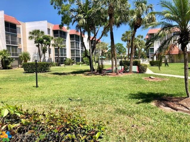 3541 Inverrary Dr #102, Lauderhill, FL 33319 (MLS #F10118762) :: Green Realty Properties