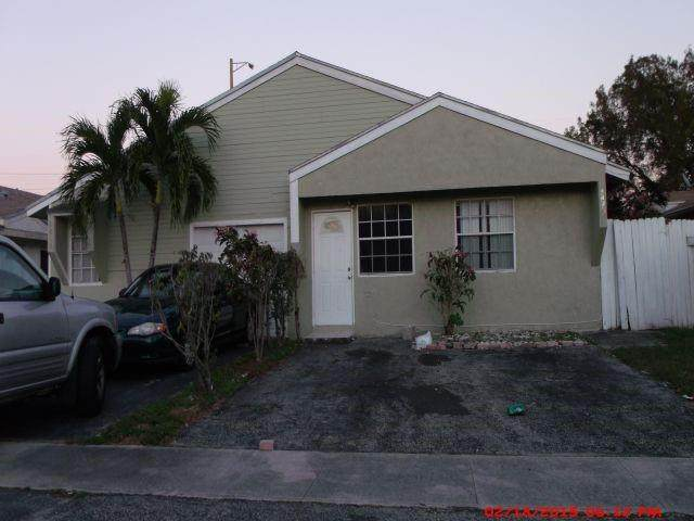 North Lauderdale, FL 33068 :: Berkshire Hathaway HomeServices EWM Realty