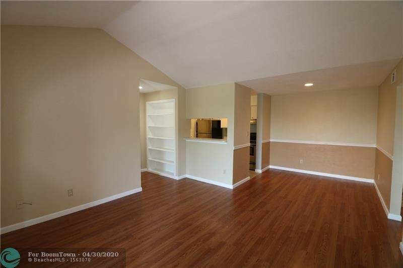 927 Riverside Dr - Photo 1