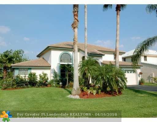5720 E Surrey Cr, Davie, FL 33331 (MLS #F1315970) :: Green Realty Properties