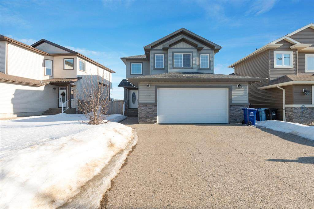 221 Fireweed Crescent - Photo 1