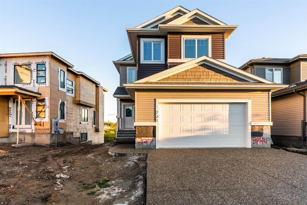 237 Fireweed Crescent - Photo 1