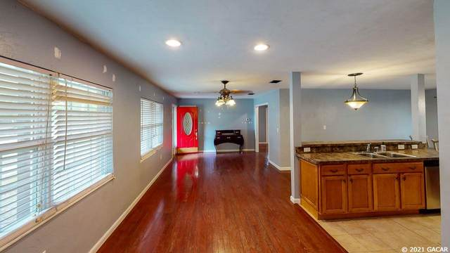 2111 SE 3rd Place, Gainesville, FL 32641 (MLS #443608) :: Better Homes & Gardens Real Estate Thomas Group