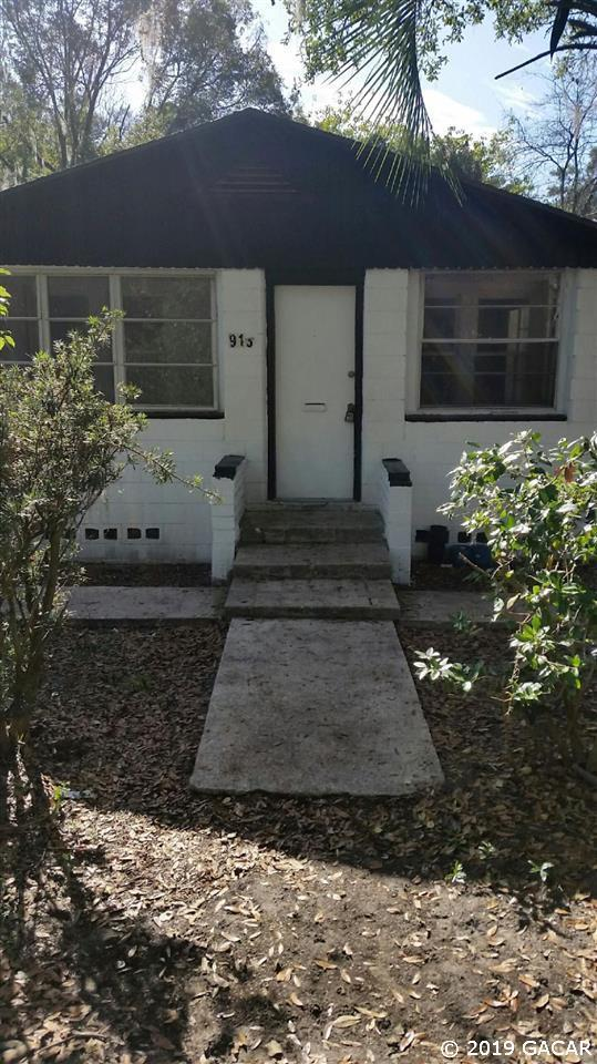 913 NW 4TH Place, Gainesville, FL 32601 (MLS #427205) :: Bosshardt Realty