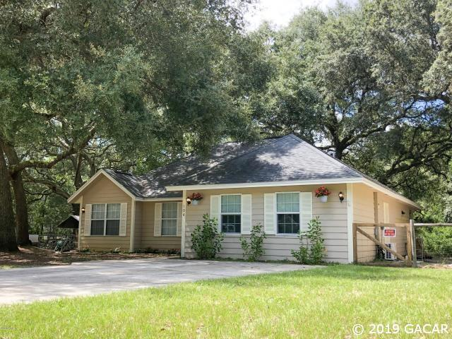 104 Crystal Lake Drive, Melrose, FL 32666 (MLS #427549) :: Bosshardt Realty