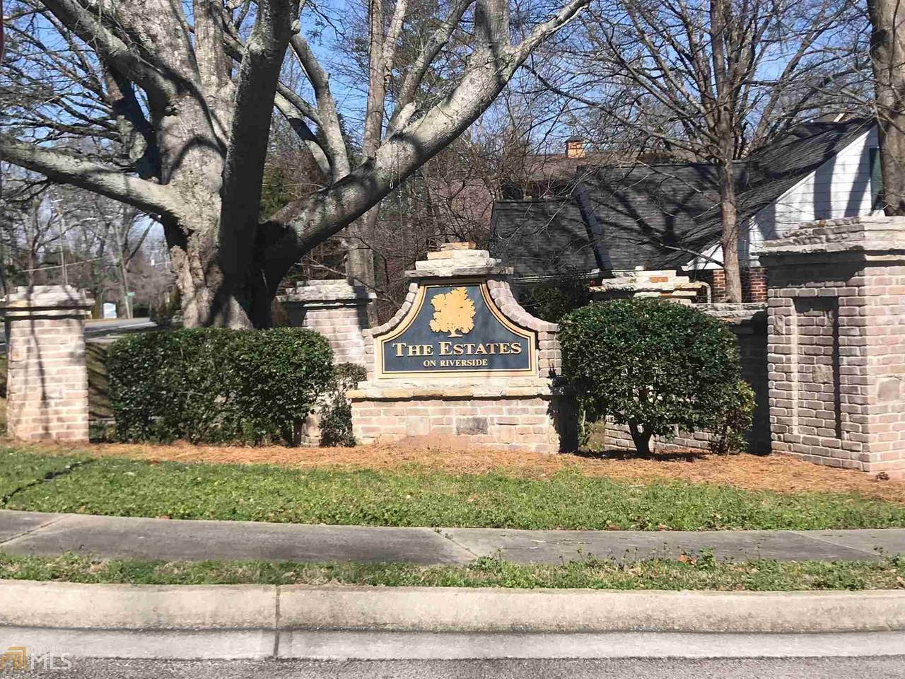 1196 Estates Dr - Photo 1