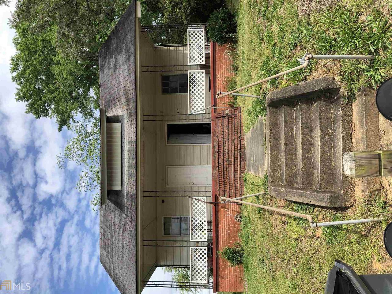 907 6Th Ave - Photo 1