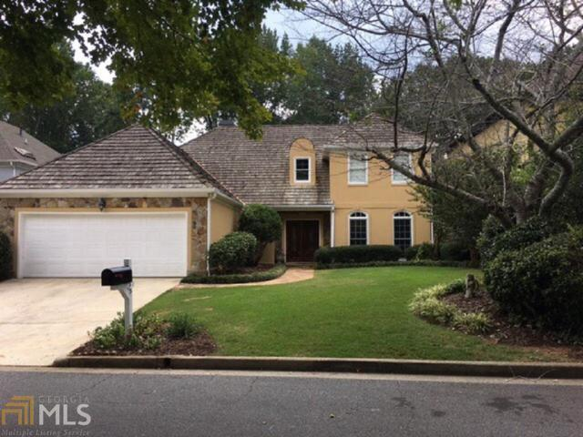 2555 The Fifth Fairway, Roswell, GA 30076 (MLS #8470522) :: Buffington Real Estate Group