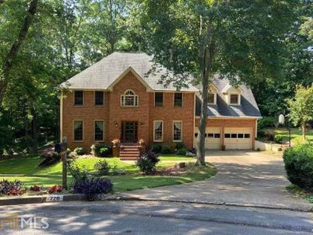 220 Riding Trail Ct, Roswell, GA 30075 (MLS #8799610) :: The Realty Queen & Team