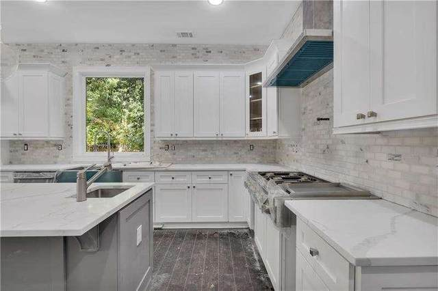 1660 Runnymeade Road NE, Brookhaven, GA 30319 (MLS #9065200) :: Scott Fine Homes at Keller Williams First Atlanta