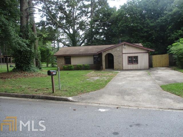 9093 Greenwood Dr, Jonesboro, GA 30238 (MLS #8402901) :: Anderson & Associates