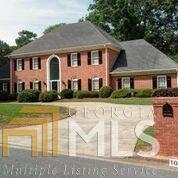 1055 Finnsbury Dr, Roswell, GA 30075 (MLS #8409095) :: The Durham Team
