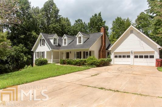 606 Pine Lake Dr, Cumming, GA 30041 (MLS #8532476) :: The Realty Queen Team