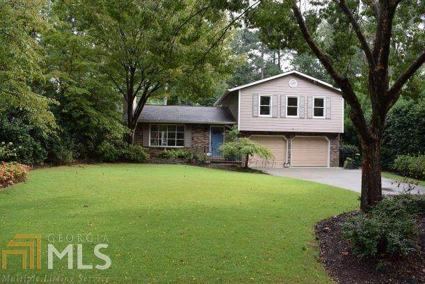 6968 Lakeview Lane, Peachtree Corners, GA 30360 (MLS #8878845) :: Tim Stout and Associates