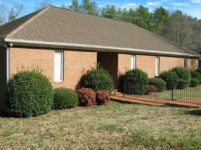 125 Professional Park Dr, Clarkesville, GA 30523 (MLS #8907134) :: Anderson & Associates