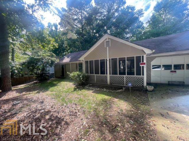 548 Pebble Point Dr, Loganville, GA 30052 (MLS #9011367) :: Crown Realty Group