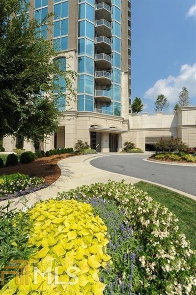 2795 Peachtree Rd #1009, Atlanta, GA 30305 (MLS #8273796) :: Keller Williams Realty Atlanta Partners