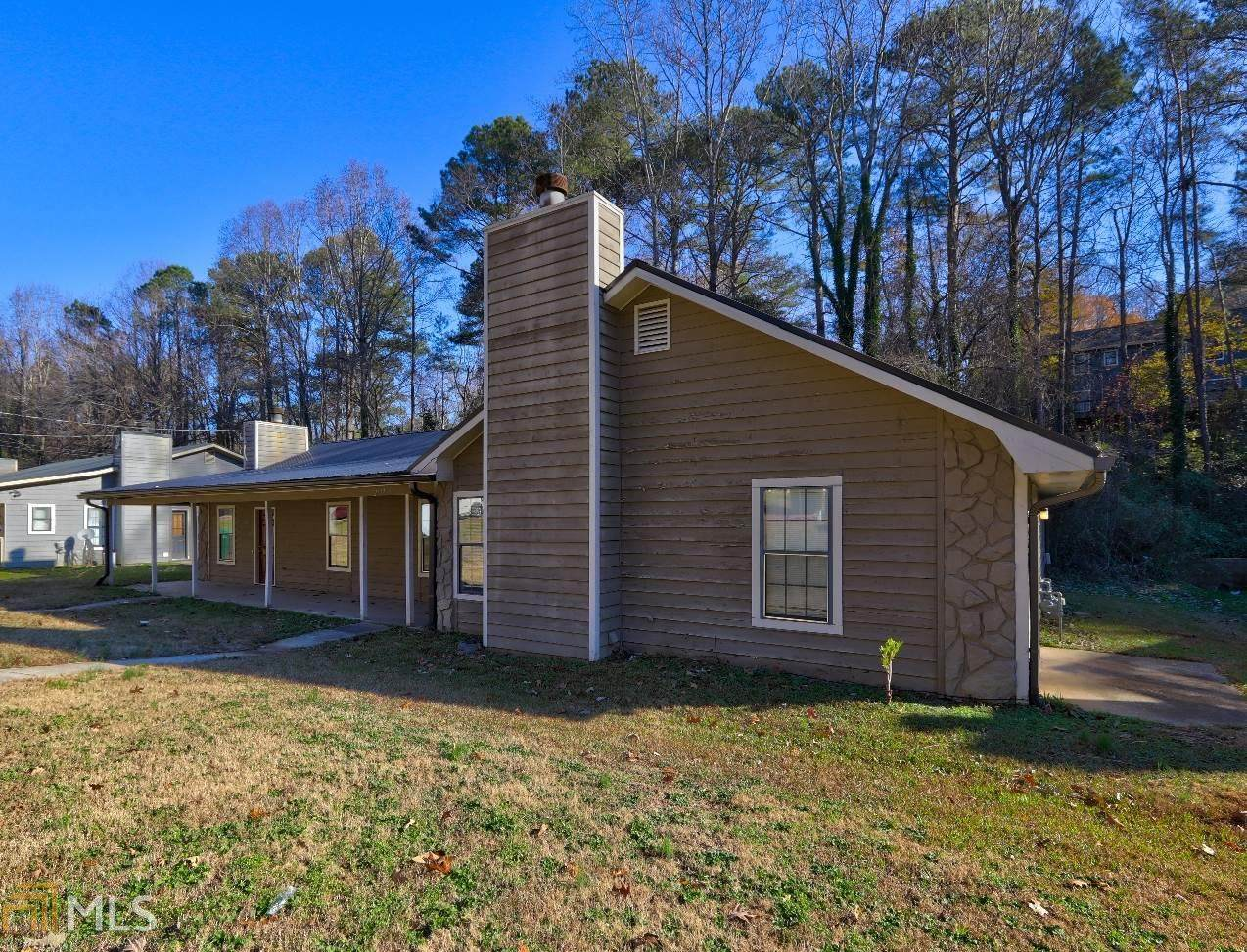 2135 Valley Oaks Dr - Photo 1
