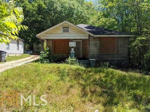 2498 Lester St, East Point, GA 30344 (MLS #8807430) :: Regent Realty Company