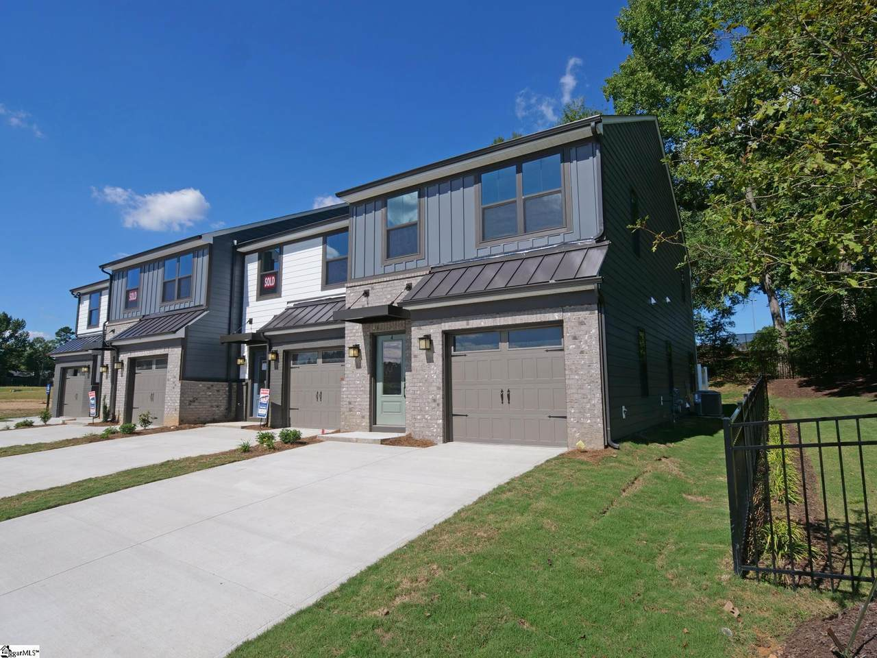 4 Connaught Court - Photo 1
