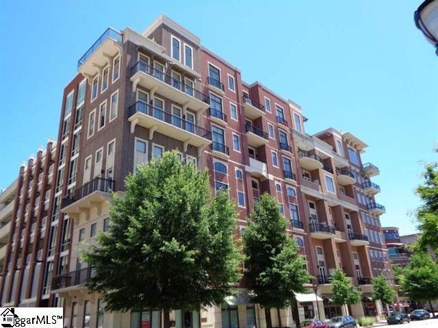 111 E Mcbee Avenue #203, Greenville, SC 29601 (#1354442) :: Coldwell Banker Caine