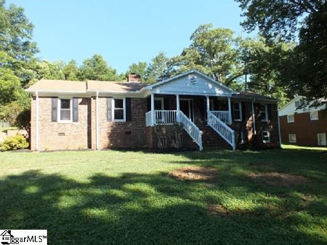 122 Saint James Drive, Spartanburg, SC 29301 (#1369331) :: The Toates Team