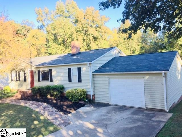 4 Parkstone Drive, Greenville, SC 29609 (#1379107) :: Connie Rice and Partners