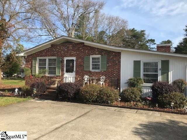 2401 E Lee Road, Taylors, SC 29687 (#1387878) :: The Toates Team