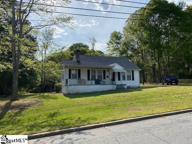 101 Spring Street, Laurens, SC 29360 (MLS #1415646) :: Resource Realty Group
