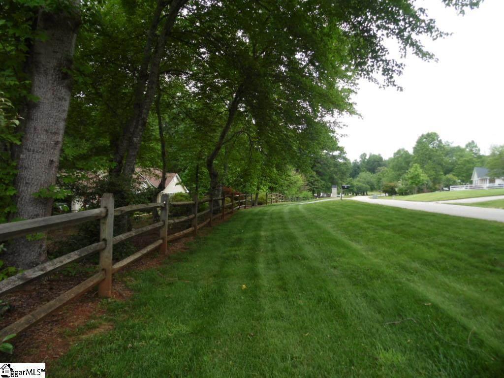 19 Pine Meadow Drive - Photo 1