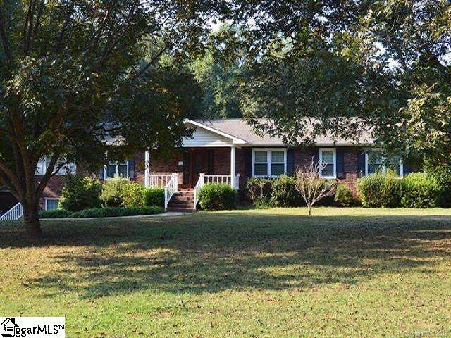 135 Valleyhigh Drive, Spartanburg, SC 29349 (#1428617) :: The Toates Team