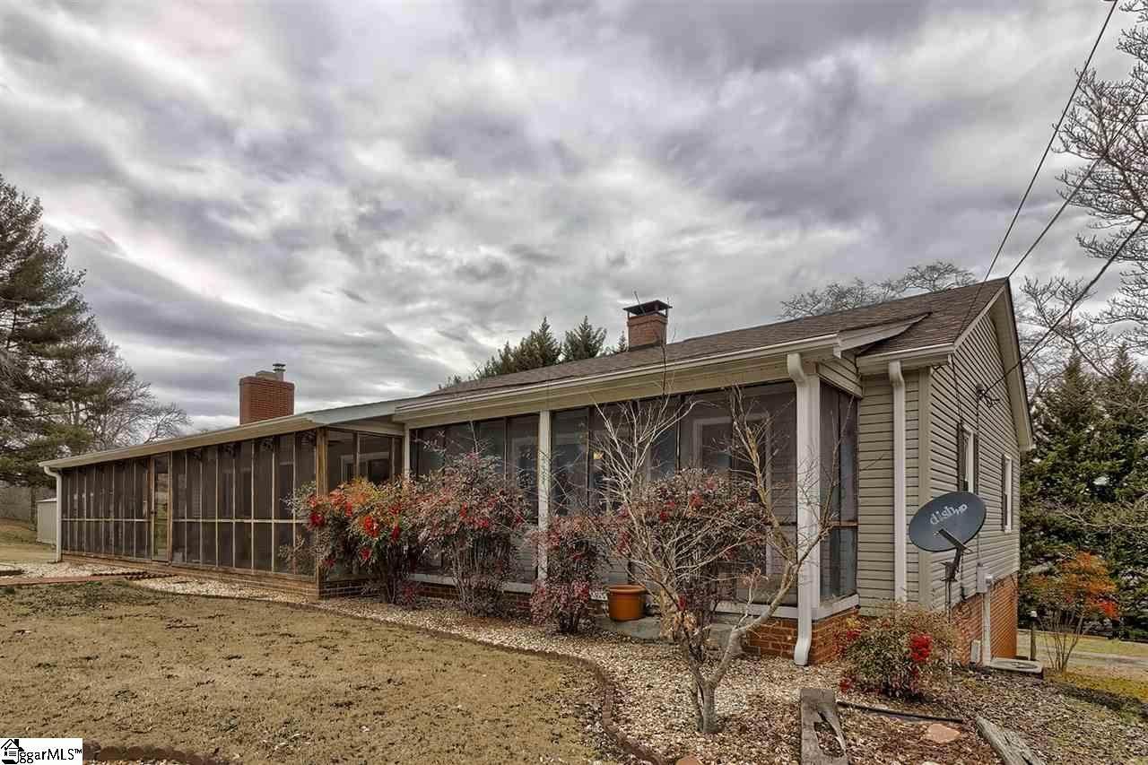 433 Pineview Drive - Photo 1