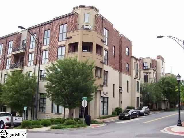 112 W Broad Street Unit # 305, Greenville, SC 29601 (#1452373) :: DeYoung & Company