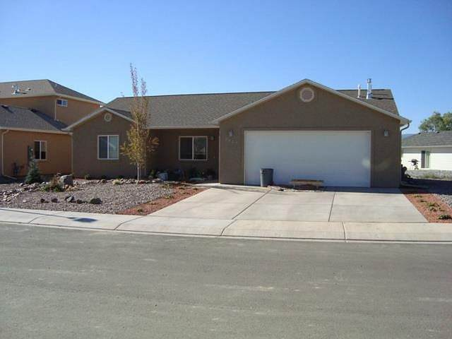3027 Prairie Wind Drive, Grand Junction, CO 81504 (MLS #20210262) :: The Kimbrough Team | RE/MAX 4000