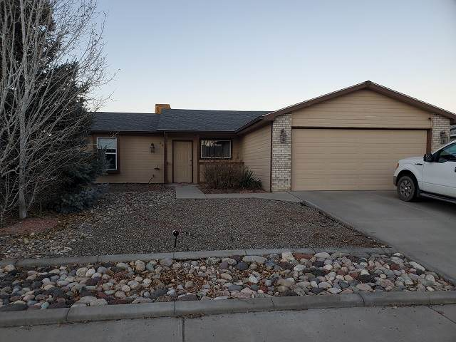 2988 Bret Drive, Grand Junction, CO 81504 (MLS #20206103) :: The Kimbrough Team | RE/MAX 4000