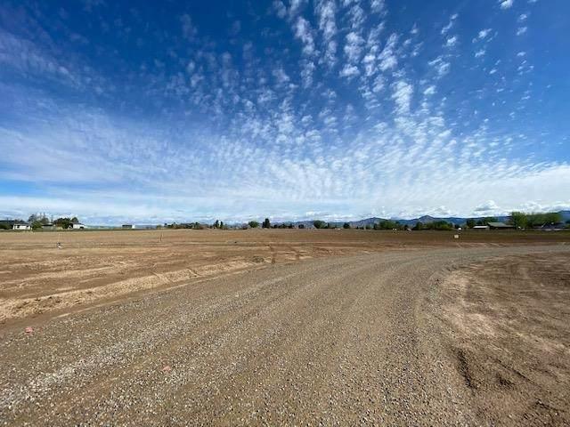 2240 L Road, Grand Junction, CO 81505 (MLS #20212143) :: CENTURY 21 CapRock Real Estate