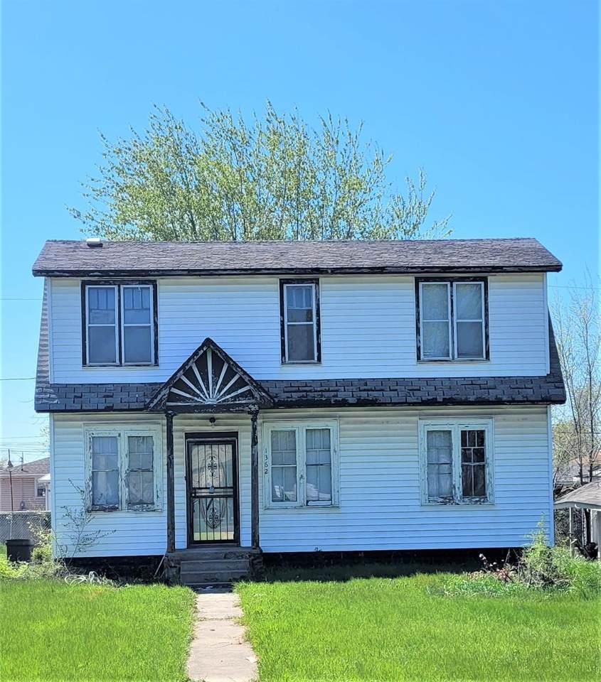1362 Chase Street - Photo 1