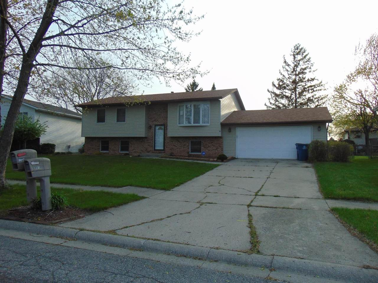 9818 Polk Street - Photo 1