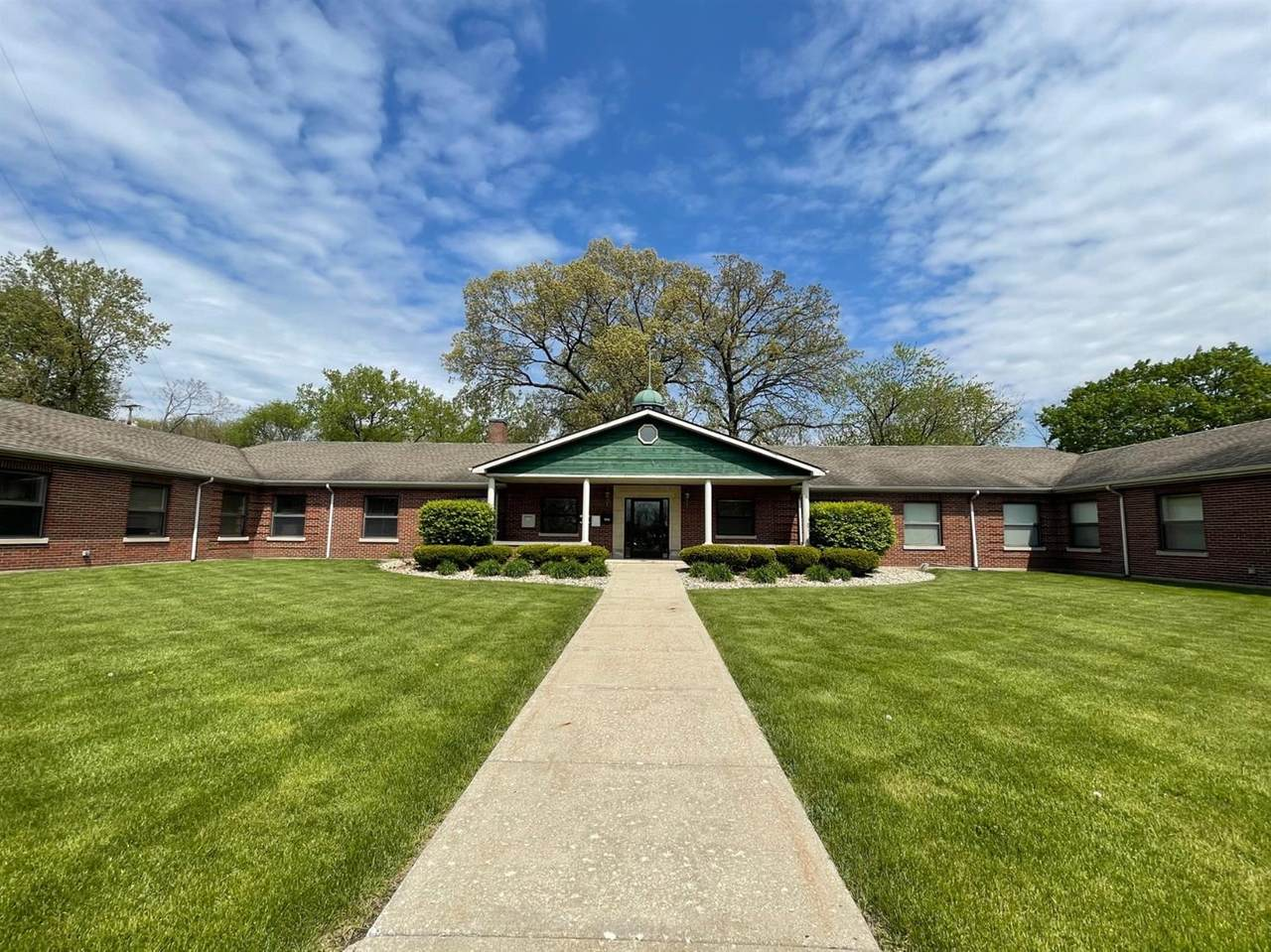 1158 Lincolnway - Photo 1