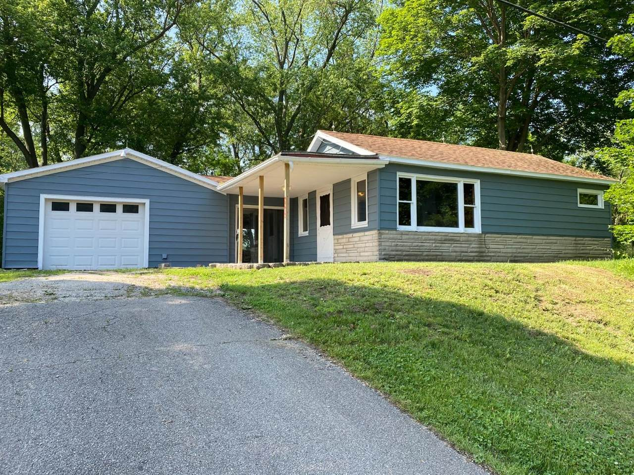 2272 State Road 2 - Photo 1