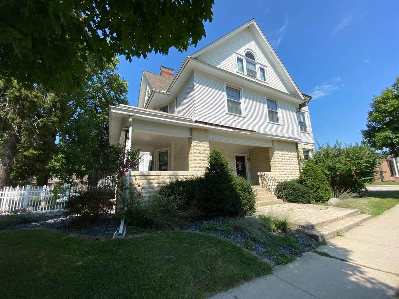 607 Lincolnway - Photo 1