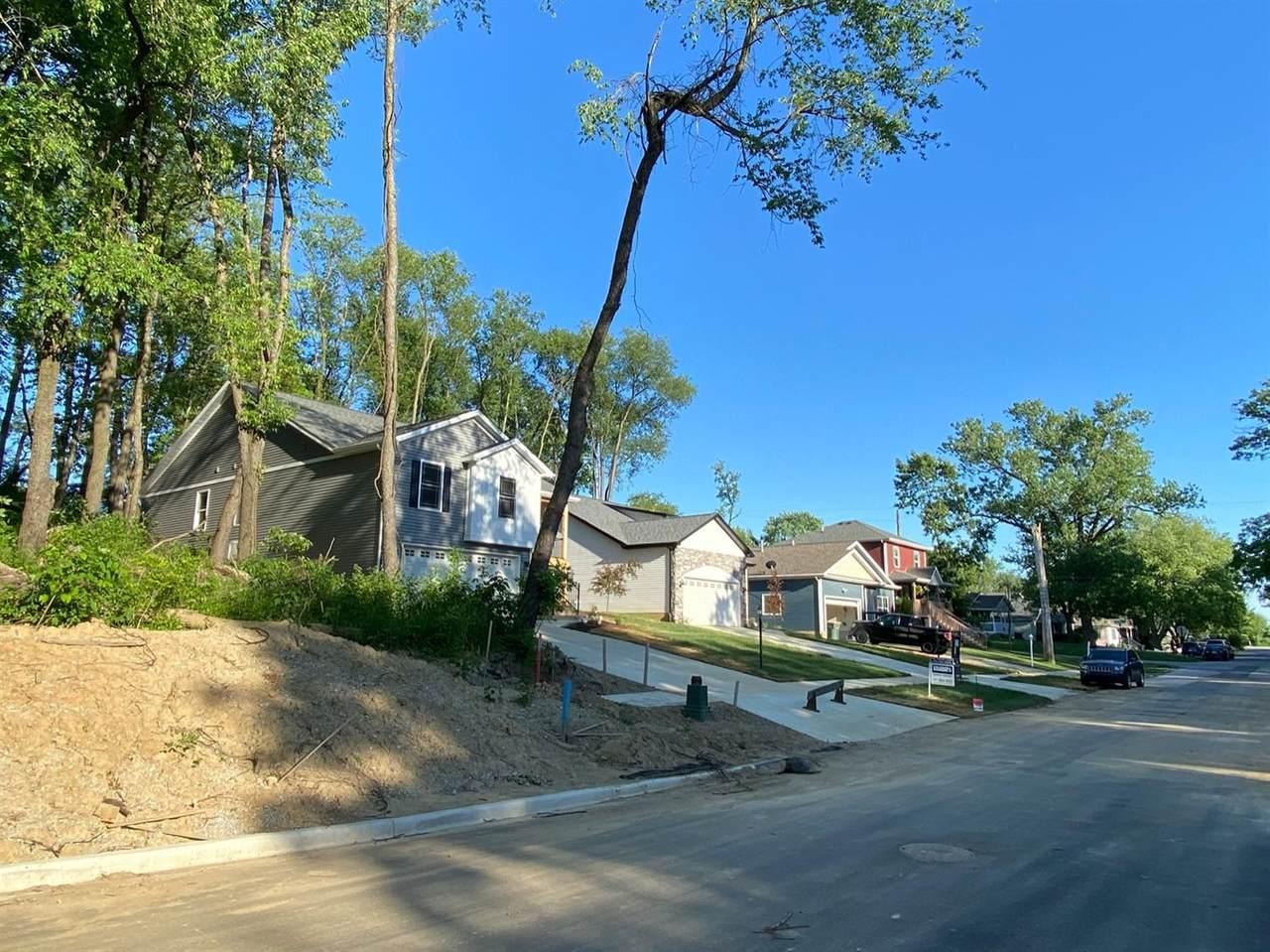 1010 Center Street - Photo 1