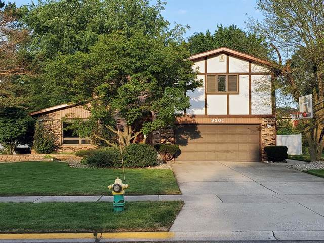9201 Southwood Drive, Munster, IN 46321 (MLS #479593) :: Rossi and Taylor Realty Group