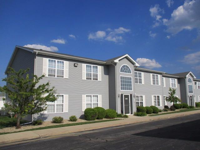8241 Lincoln Circle, Merrillville, IN 46410 (MLS #420296) :: Carrington Real Estate Services