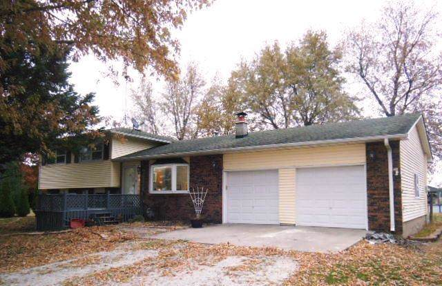 1137 S 350 E, Kouts, IN 46347 (MLS #465932) :: Rossi and Taylor Realty Group