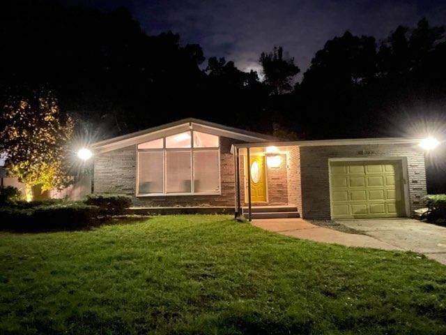 8039 Hemlock Avenue, Gary, IN 46403 (MLS #502509) :: Lisa Gaff Team