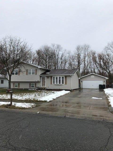 5046 Honeysuckle Avenue, Portage, IN 46368 (MLS #470073) :: Lisa Gaff Team