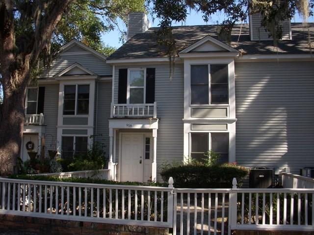 916 Newcastle Street #916, Brunswick, GA 31520 (MLS #1581372) :: Coastal Georgia Living
