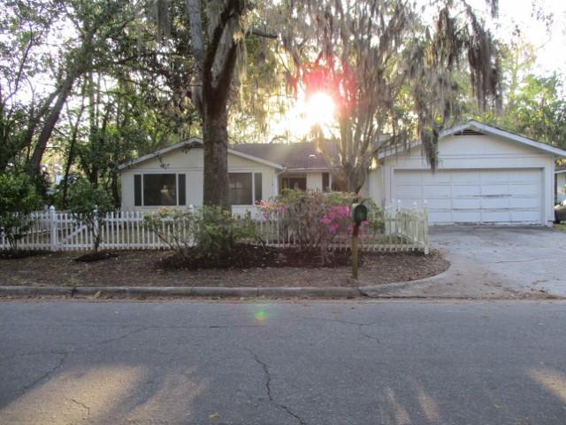 1224 Pine Ave, Brunswick, GA 31520 (MLS #1588251) :: Coastal Georgia Living